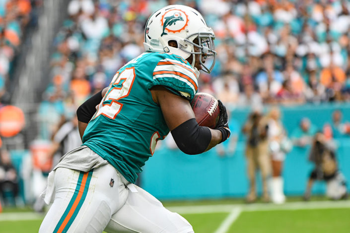 Miami Dolphins running back Kenyan Drake (32) returns a kick off